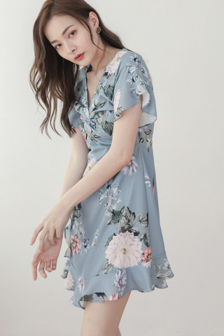 Front Twitted Flora Dress In Pale Blue