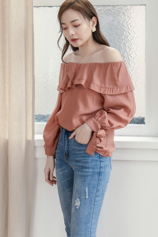 Ruffled 2-Ways Top In Brick Red