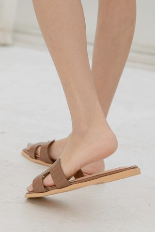 Hers Flippy Sandals in Brown