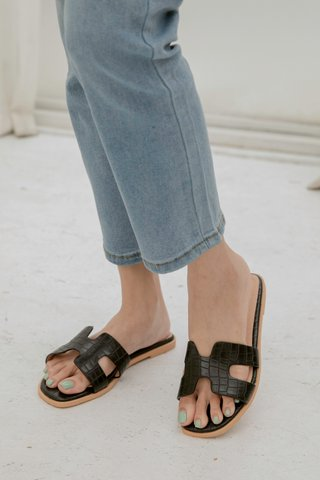 Hers Flippy Sandals in Black