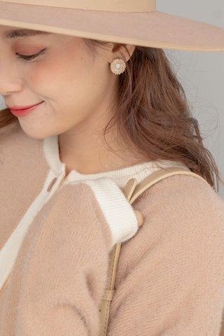 Classy Pearl Earring